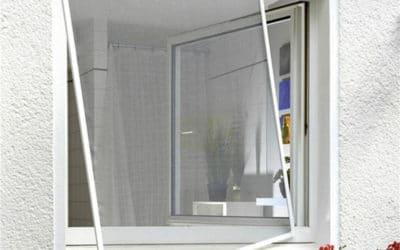 Comment fixer une moustiquaire sur une fenêtre pvc sans percer ?